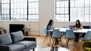 Por qué las patas regulables para muebles son tendencia en oficinas